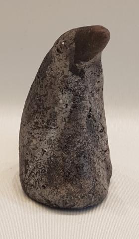 K406-2018 Pingvin Raku Brændt Sølvsort AR