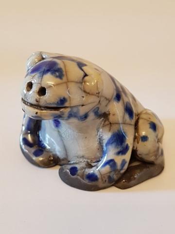 K608-2019 Raku Frø grå med blåt